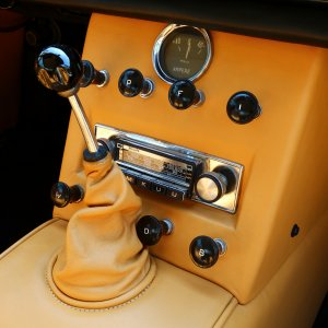 1962 Ferrari 250 GTE Console and vintage radio - Stay tuned!